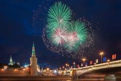 12 2011烟花莫斯科6月在俄国的克里姆林宫 免版税图库摄影