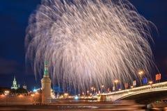 12 2011烟花莫斯科6月在俄国的克里姆林宫 库存图片