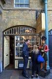 烟草商店在伦敦 库存图片