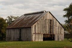 烟草谷仓在10月 免版税库存照片