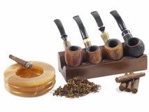 烟草, Toscano雪茄和管子 免版税库存照片