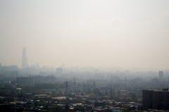 烟雾在城市 免版税库存图片