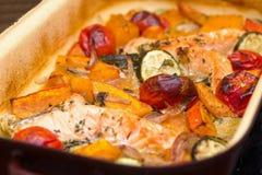 烤三文鱼、南瓜和菜 库存图片