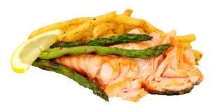 烤三文鱼内圆角和油炸物膳食 免版税库存照片