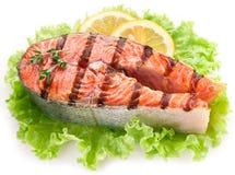 烤三文鱼和与柠檬切片。 库存图片