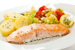 烤三文鱼和蔬菜 免版税图库摄影