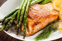 烤三文鱼和蔬菜 库存照片
