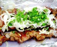 烤与绿叶的shashlik 免版税库存照片