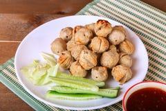 烤丸子用辣罗望子树调味汁 库存图片