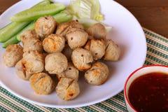 烤丸子用辣罗望子树调味汁 库存照片