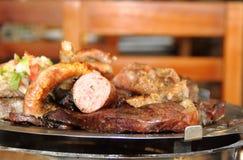 烤传统在阿根廷和拉美 库存图片