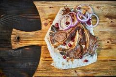烤在一个热的格栅JPG的牛肉Kebabs 库存照片