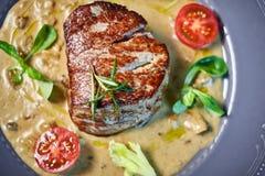 烤在一个热的格栅JPG的牛肉Kebabs 免版税库存照片