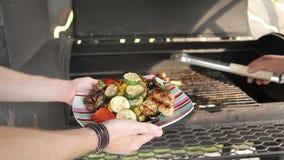 烤在一串室外烤肉的菜 菜在木炭被烤 菜在格栅烤 影视素材