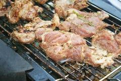烤在电格栅的肉 免版税库存图片
