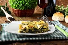 烤宽面条用菠菜和乳清干酪 免版税库存图片