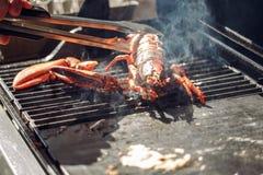 烤巨型淡水龙虾bbq,没有爪 鱼食物荷兰芹牌照烤海运 库存图片