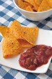 烤干酪辣味玉米片调味汁蕃茄 库存图片