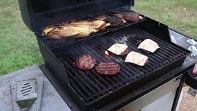 烤汉堡和玉米户外 影视素材