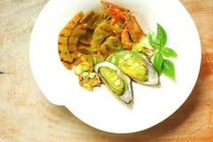 烤海鲜和南瓜辣沙拉 免版税库存照片