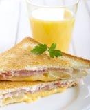 烤火腿、菠萝和乳酪三明治 图库摄影