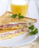 烤火腿、菠萝和乳酪三明治 免版税库存图片