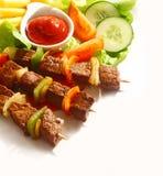 烤牛肉和胡椒kebabs 库存照片