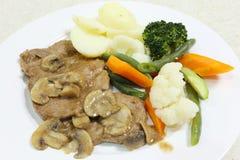 烤牛肉用蘑菇酱油 免版税库存照片