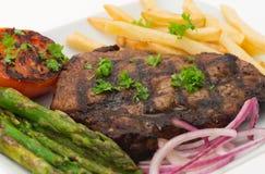 烤牛腰肉排和油炸物正餐 免版税库存图片