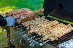 烤的烤肉串起烤肉 烤肉churrasco肉背景 库存图片