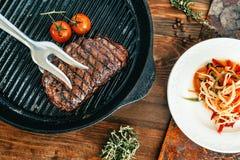烤的牛排 图库摄影
