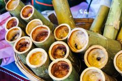 烤的竹糯联接米 免版税库存图片