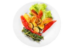 烤的菜分配被隔绝的白色 免版税图库摄影