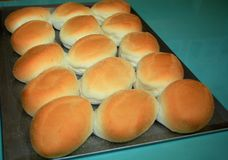从烤箱新近地烘烤的Pandesal 免版税库存照片