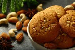 烤箱新鲜的腰果,杏仁饼 免版税库存照片