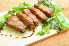 烤箱烤肋骨用烤肉汁 库存照片