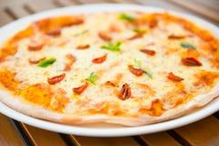 从烤箱的新鲜的被烘烤的西西里人的薄饼 库存图片