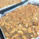 烤箱自创被烘烤的热的奶糖的蛋糕 免版税库存图片
