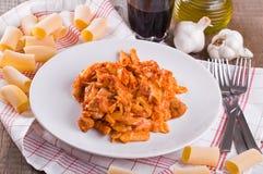 烤箱被烘烤的意大利面食。 免版税库存图片