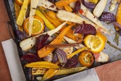 烤箱被烘烤的菜 免版税库存图片