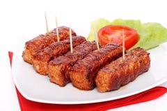 烤罗马尼亚肉卷- mititei, mici 免版税库存图片
