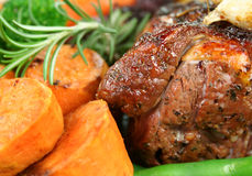 烤羊肉蔬菜 免版税库存图片