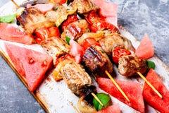 烤肉串用西瓜装饰 库存照片