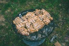 烤肉可口品种在烤肉木炭的烤 g 库存图片