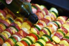 烤肉和菜的被烘烤的土豆一个肉和人递 库存图片