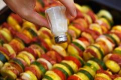 烤肉和菜的被烘烤的土豆肉 治疗 库存图片