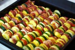 烤肉和菜的被烘烤的土豆肉 库存照片