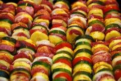 烤肉和菜的被烘烤的土豆肉 免版税库存照片