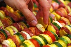 烤肉和菜的被烘烤的土豆肉 免版税库存图片