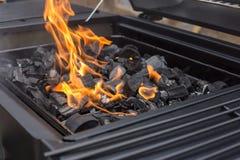 烤肉格栅花格 BBQ,火,木炭 库存图片
